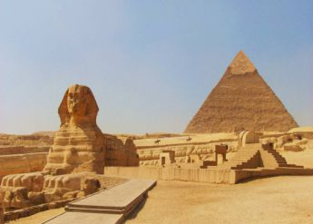 <p>Egypt: Pyramid and Great Sphinx of Giza</p>
